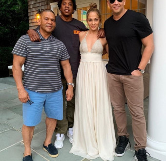 Jay-Z hosted by Jeniffer Lopez and Hubby. (See details)