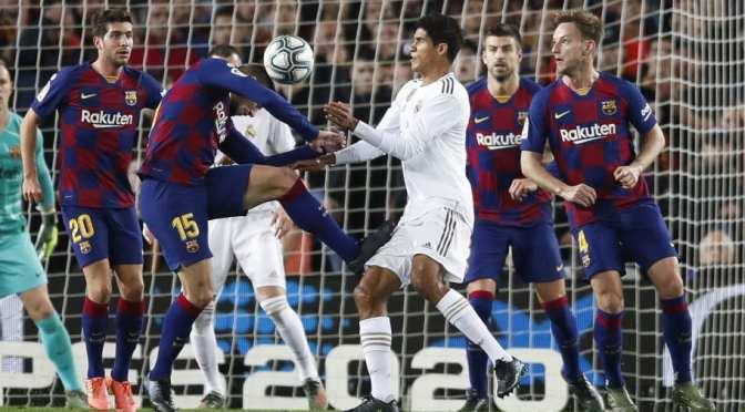How Lenglet defend varane's challenge during El Clásico clash.
